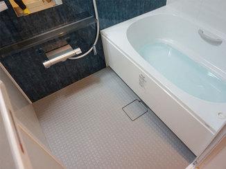 バスルームリフォーム お掃除がしやすく、安全に入れるバスルーム