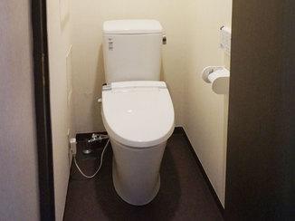 トイレリフォーム シンプルな色使いで統一感を出したトイレ